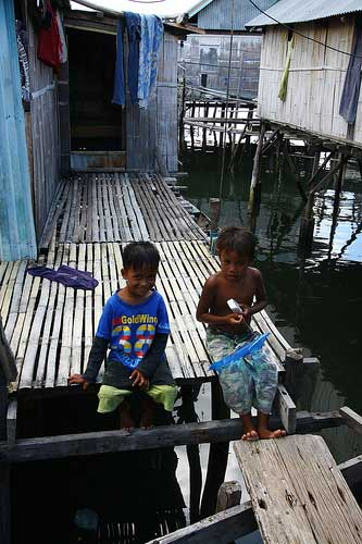 Kids at Maumere, Flores, Indonesiap