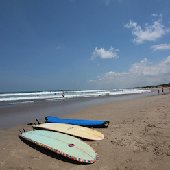 Kuta, Bali : Surfing and Nightlife