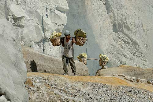 Workers carrying sulphurs at Ijen Crater